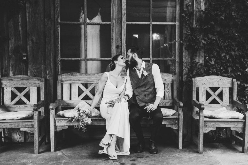 sesja ślubna w dworku pod warszawą para młoda