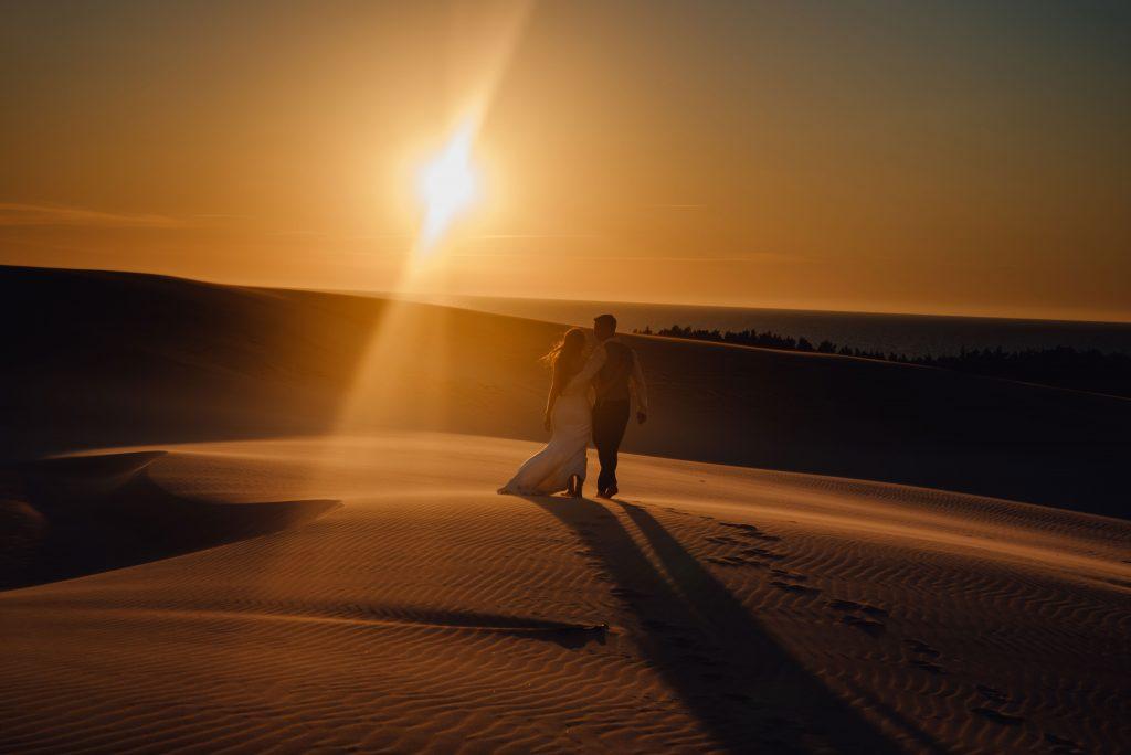 sesja ślubna na wydmach nad morzem łeba