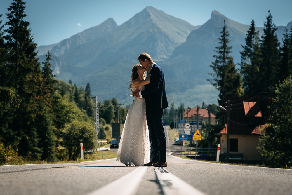 para młoda w górach sesja ślubna